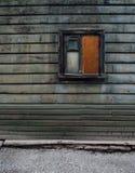 典型的木房子在塔林 库存图片