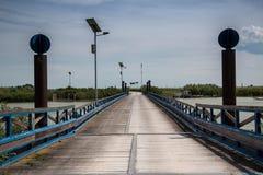 典型的木桥在Po三角洲公园 威尼托,意大利 免版税图库摄影