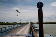 典型的木桥在Po三角洲公园 威尼托,意大利 免版税库存照片