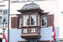 典型的木窗口苏黎世瑞士 库存图片