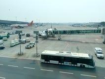 典型的机场场面 免版税库存图片