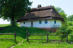 典型的村庄房子 免版税库存图片