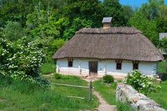 典型的村庄房子 免版税库存照片