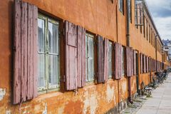 典型的橙色房子在Copenaghen 库存图片