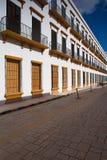 典型的殖民地街道在坎比其,墨西哥 免版税库存照片