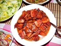 典型的海达族猪肉和蘑菇盘。 库存图片