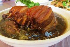 典型的海达族红色猪肉盘 免版税库存图片