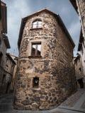 典型的熔岩在Castellfolit de la Roca晃动大厦 免版税库存图片