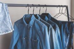 典型的穿戴由牛仔布制成 免版税库存照片