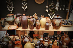 典型的立陶宛泥罐 免版税库存照片