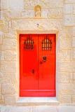 典型的红色La的瓦莱塔门马尔他房子 免版税库存照片