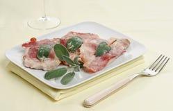 典型的罗马盘, saltimbocca 库存图片