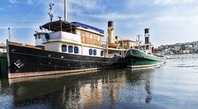 典型的老蒸汽小船 免版税库存照片