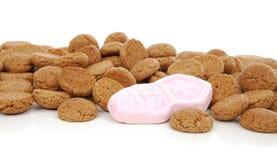 典型的荷兰甜点:为Sinterklaas pepernoten (姜坚果) 库存照片