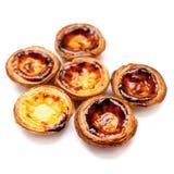 典型的葡萄牙语dessert pasteis de在白色bac隔绝的nata 免版税库存照片
