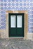 典型的葡萄牙门 免版税库存图片