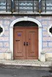 典型的葡萄牙门 库存图片