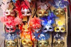 典型的葡萄酒威尼斯式面具,威尼斯,意大利 库存照片