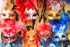 典型的葡萄酒威尼斯式面具,威尼斯,意大利 免版税库存图片