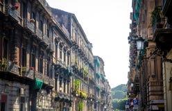 典型的街道和大厦在老牌,卡塔尼亚,西西里岛,Ital 库存照片