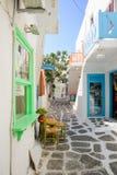 典型的街道在Naousa,帕罗斯岛 免版税库存图片