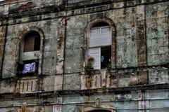 典型的街道场面在哈瓦那,古巴 免版税库存图片