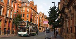 典型的街道场面在曼彻斯特,英国 免版税库存图片