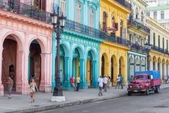 典型的街道场面在老哈瓦那 免版税库存图片