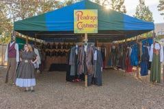 典型的衣裳在风滚草节日期间的待售 免版税库存图片