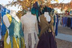 典型的衣裳在风滚草节日期间的待售 库存图片