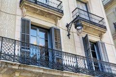 典型的西班牙葡萄酒大厦在巴塞罗那,西班牙语 免版税库存图片