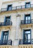 典型的西班牙葡萄酒大厦在巴塞罗那,西班牙语 库存照片