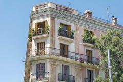 典型的西班牙葡萄酒大厦在巴塞罗那,西班牙语 库存图片
