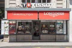典型的豪华手表和首饰精品店在日内瓦的中心 瑞士手表怎么是瑞士人的标志知道 免版税库存图片