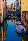 典型的运河和街道场面,威尼斯 库存照片