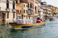 典型的运河和街道场面,威尼斯 图库摄影