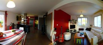 典型的郊区演播室在一个小的房子里 免版税图库摄影
