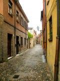 典型的都市风景在费拉拉,意大利,在一个雨天 免版税库存照片