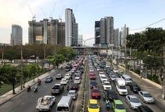 典型的重的城市交通壅塞在街市,曼谷 免版税库存图片
