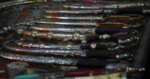 典型的阿拉伯银色刀子在摩洛哥 免版税库存照片