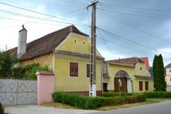 典型的风景在村庄沃尔坎火山,特兰西瓦尼亚 免版税库存图片