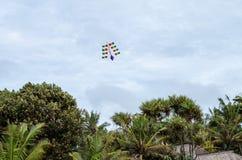 典型的风筝在库塔海滩,巴厘岛的天空中 库存照片
