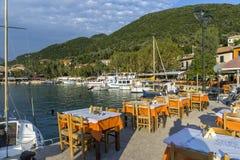 典型的餐馆在Vasiliki,莱夫卡斯州,爱奥尼亚人海岛 免版税图库摄影