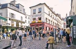 典型的巴黎咖啡馆看法2013年9月08日的在巴黎 免版税库存图片