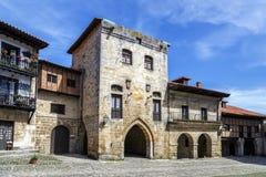 典型的建筑学在海边的散提亚拿,一个著名古镇,西班牙 库存图片