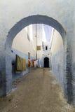 典型的巴巴里人类型巷道, Azemmour摩洛哥镇  库存照片
