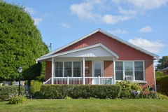 典型的70s平房房子 免版税库存照片
