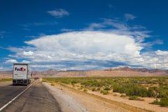 典型的americal高速公路在沙漠在犹他 库存图片