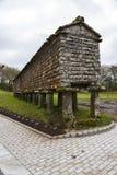 典型的horreo粮仓在Bainas 库存照片