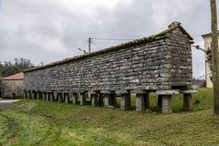 典型的horreo粮仓在Bainas 免版税图库摄影